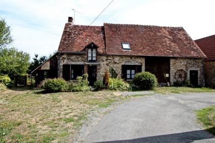 Maison avec grange dans un hameau, avec jolie vue.