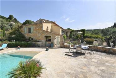 Proche village, bel environnement, villa de 140 m²