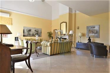 Belle Villa De 260 M²