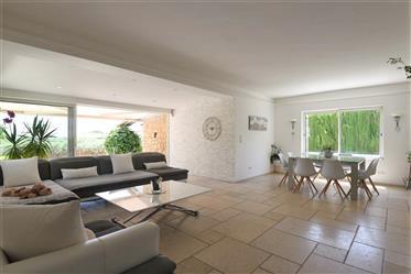 Belle Villa De 215 M² Avec 6 Chambres