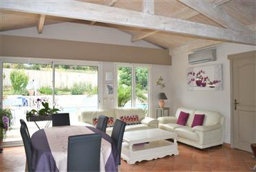 Proche village, villa de 135 m²