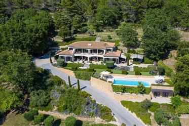 Magnifique Villa De 360 M²