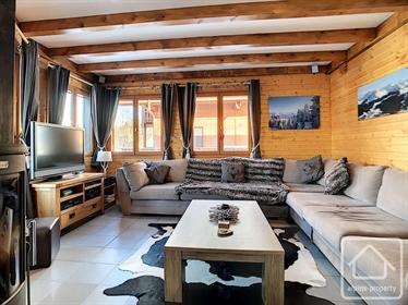 Un chalet de 4 chambres, 2 salles de bain, balcons et jardin
