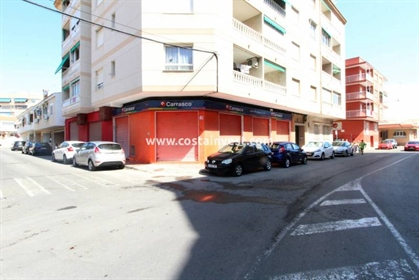 Local comercial: 240 m²