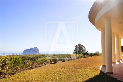 Villa de lujo en venta en Calpe, en urbanización Empedrola. ...