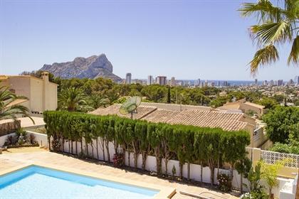 Villa en venta en Calpe, en urbanización Carrio Park, a tan ...