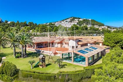 Villa de lujo en venta en Calpe, en urbanización Garduix, Co...