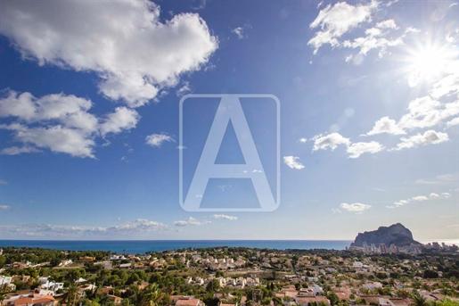Nieuwbouw villa te koop in Calpe, gelegen in een geconsolideerde woonwijk, 2,4 Km van het