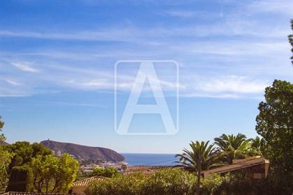 Villa de lujo en venta en Moraira, situada en una zona resid...