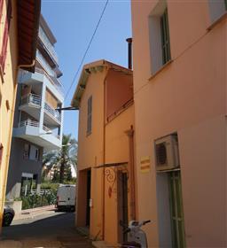 Near beaches and close to Monaco