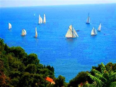 A pieds de la plage, Monaco 5 min.