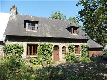 Freistehendes Charakterhäuschen in ländlichem Weiler in der Nähe des Mont St Michel