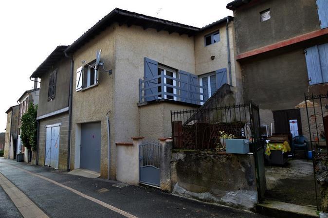 Maison de village avec petite terrasse