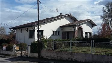Villa En Bord De Ville