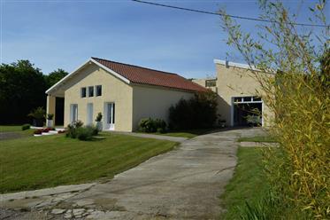 Maison entièrement restaurée avec prestations de qualité