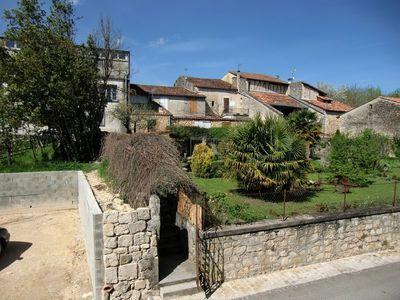 Maison en pierres dans un joli village gersois