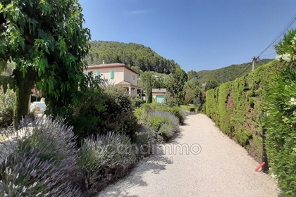 Beautiful neo-Provençal houseof 215 sqm living space in sunny residential area, about fif...