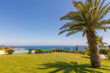 Grimaud: one of the most spectacular properties for sale in the Gulf of Saint-Tropez with ...