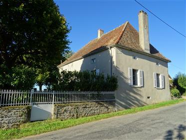 Nord Cluny. Maison ancienne avec dépendances sur 1,3Ha avec ...