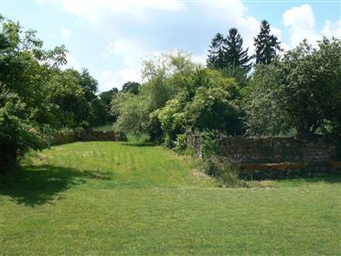 Cluny. Ensemble de 2 maisons sur environ 4 600 m².