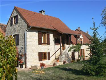 Proche St Gengoux Le National. Maison ancienne avec vue.
