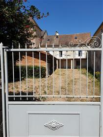 Proche St Gengoux Le National. Maison ancienne avec jardin.