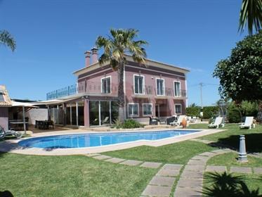 Bela propriedade de 5 quartos com piscina