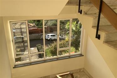Διαμέρισμα 3 υπνοδωματίων με 2 μπαλκόνια, στον τελευταίο όροφο, προς πώληση, Madalenas, Santo Antóni