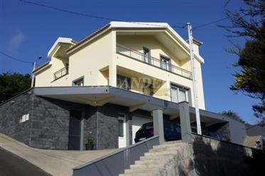 Moradia V3 com vista panorâmica sobre o vale e o mar para venda, Machico