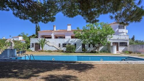 Quinta com piscina e vista mar em Albufeira