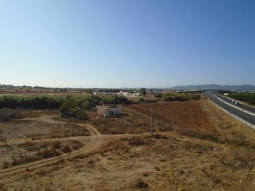 Terreno com 378 480 m2 em Faro