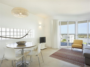 Touristic apartments in Tavira, located in a resort in the Natural Park, in front of the R