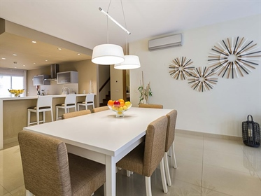 Modern apartment for sale inserted in a Golf Resort, located in Alcantarilha, with excelle