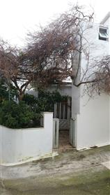 Εξοχική κατοικία σε δύο ορόφους προς πώληση στις Λιθίνες-Σητεία.