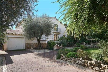 Bright spacious villa in quiet residential area