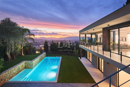 Exclusivity - Beautiful contemporary property with panoramic views