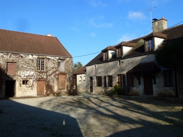 Montbard 15min: renovated house, 200m², 4 bedrooms, barn, stables, on 2700m² of land. Price: € 232,0
