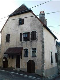 Ancienne maison vigneronne XVIIIème sur caves voûtées XVIème