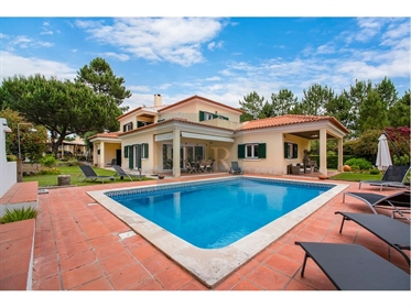 4-Bedroom Villa With Pool In Quinta Do Peru, Azeitão