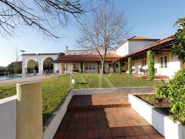 Quinta Com Moradia T5 Com Piscina E Campo De Ténis No Cartaxo