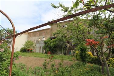 Maison vigneronne en bordure de village et avec remise sur 2...