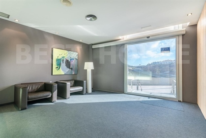 A la venta oficina de 550 m2 en La Minilla. Muy buena ubicación. Muy luminosa. Dispone de