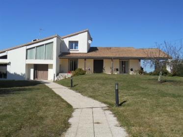 Propriété composée de deux maisons plus de 500 m2 habitables...