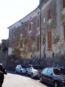 Sunny Apartment On Historic Walls