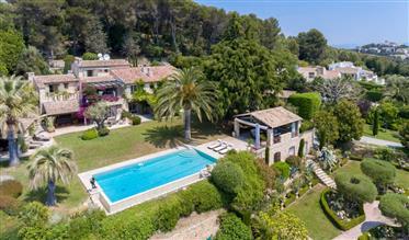 Luxury property: 450 m²