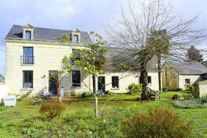 Rare Et Idealement SITUEE Beaucoup de charme pour cette jolie maison ancienne proche des