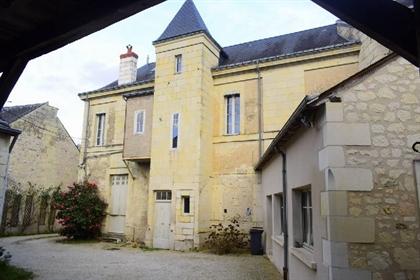 En Plein Centre De BOURGUEIL Découvrez cette jolie maison Bourgeoise en parfait état comp