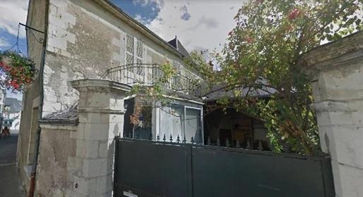 Starkes POTENTIAL Altes Haus im Herzen von Bourgueil restauriert werden. Es besteht aus
