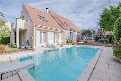 Belle maison 218 M2 sur terrain 710 M2 avec piscine, 5 chambres, salon 65 M2