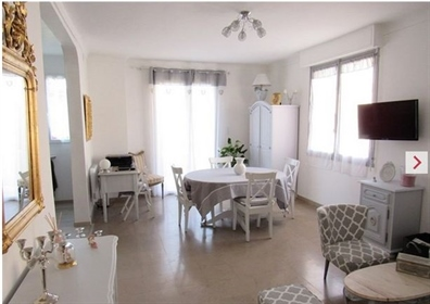Saint Benoit de Carmaux, Large house T5 renovated. It consists at the ground floor of an e